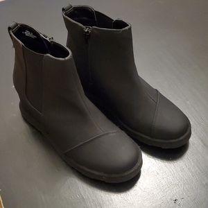New women's Kendra hidden wedge boot.